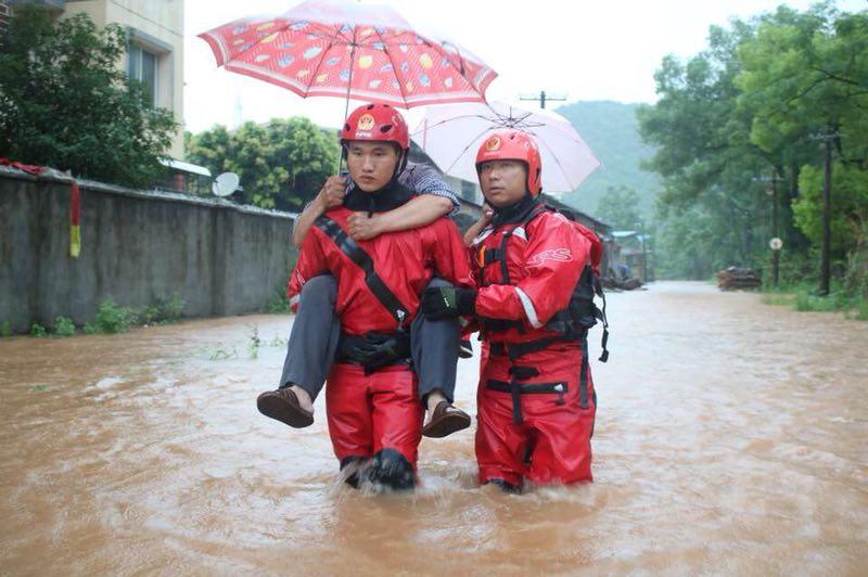 直播回顾:桂林遭遇暴雨袭击,多地涨水出现险情,各地积极应对